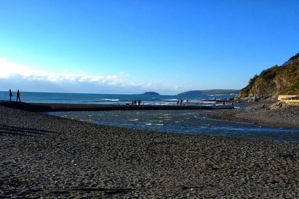 Seaton Beach is dog friendly and just 200m from the house with a beachfront café on hand.