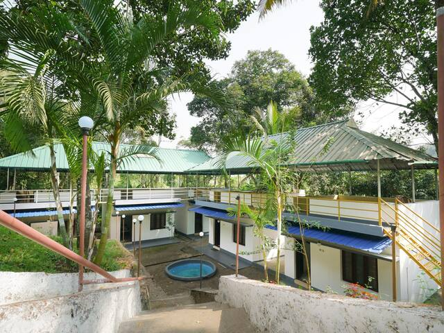 OYO-1BR Jungle Cottage in Munnar+nearby stream+swimming pool!