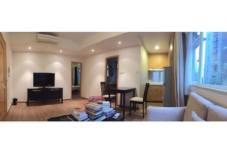 Bright & Convenient 1 Br/1Ba SoHo Apartment - Hong Kong - Apartment