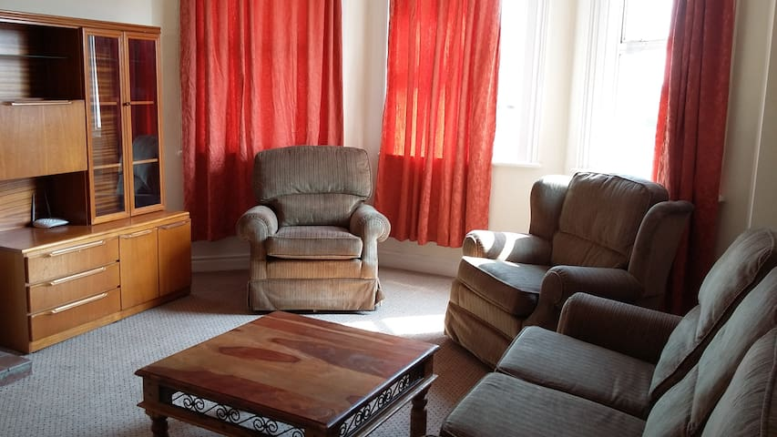 Room 4 in Shared Flat - Ideal for Contractors - Johnstown - Apartmen