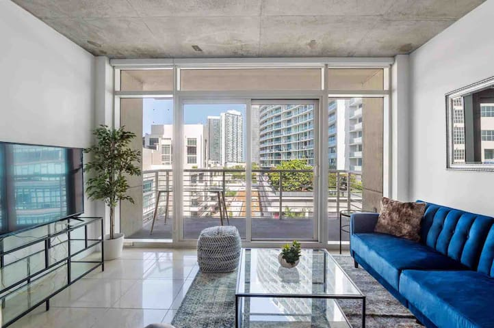 Superb 2 Bedroom In The Hart Of Midtown*Free PRKG*