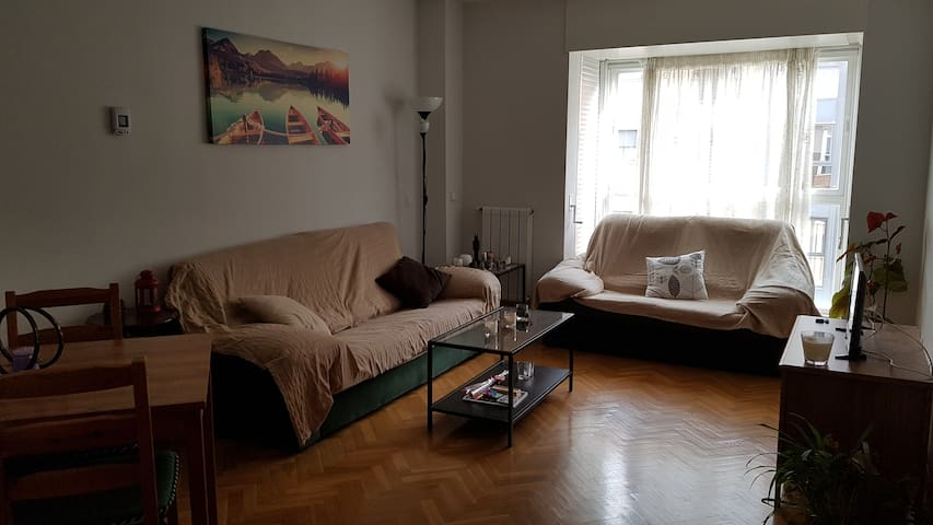 1-2 rooms with own bathroom in apartment