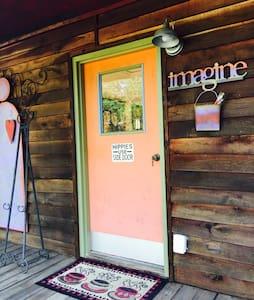 Cozy Nashville Cabin - Goodlettsville - Chatka