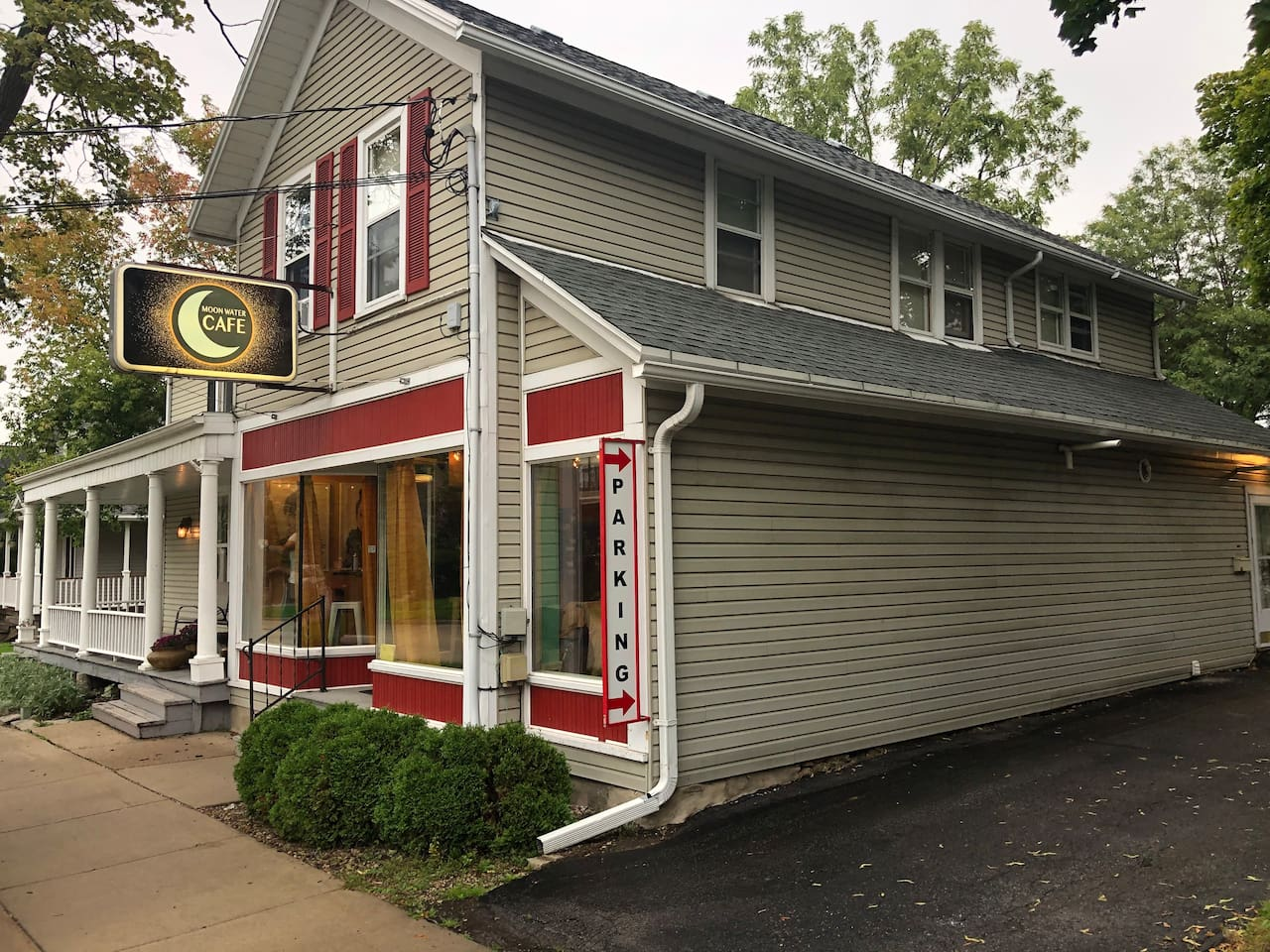 This apartment is located upstairs from a neighborhood cafe. The cafe is open Tuesday - Saturday from 8:30am to 6:00 pm with slightly extended hours on Fridays and Saturdays.