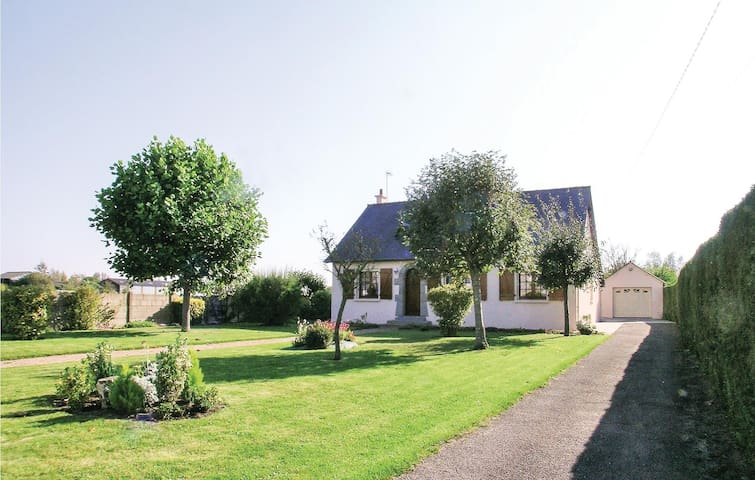 Holiday cottage with 2 bedrooms on 80m² in La Fresnais