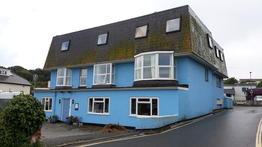 Blue Room Hostel Newquay 4 bed dorm