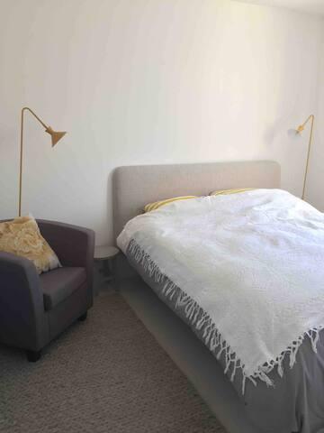 chambre 1 , 1er étage ,lit 160 cm.