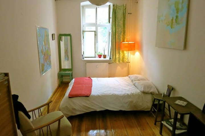 cosy room in a local's flat, Mitte
