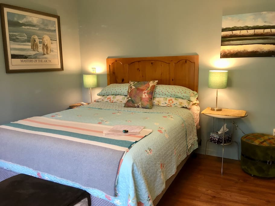Room 1: Queen size bed, two lamps, greeting info on bed