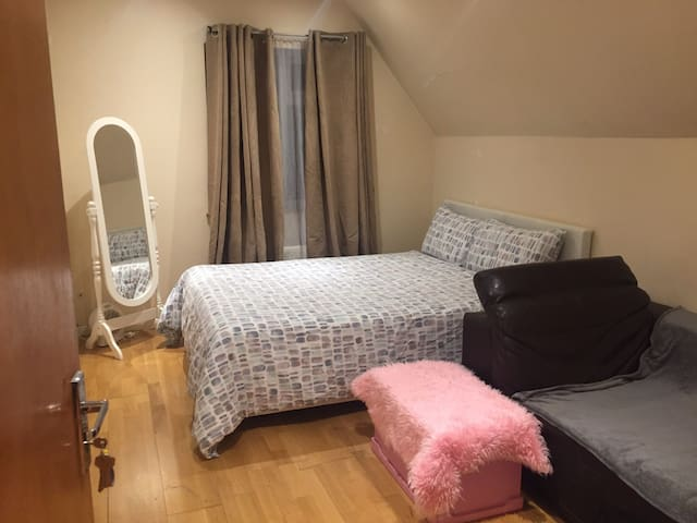 Private Large double room with sitting corner