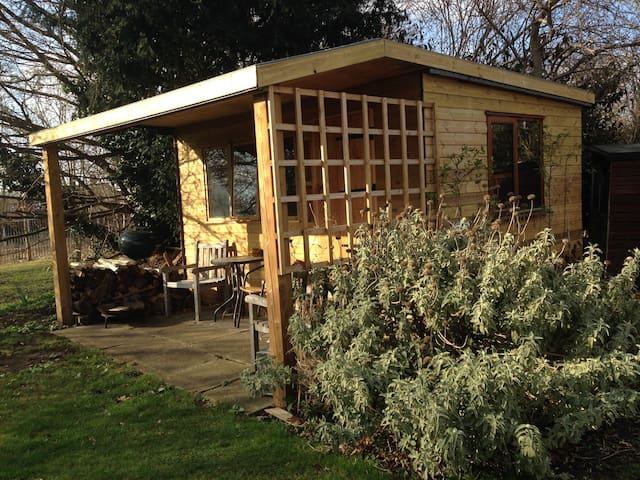 Cosy cabin in Summertown