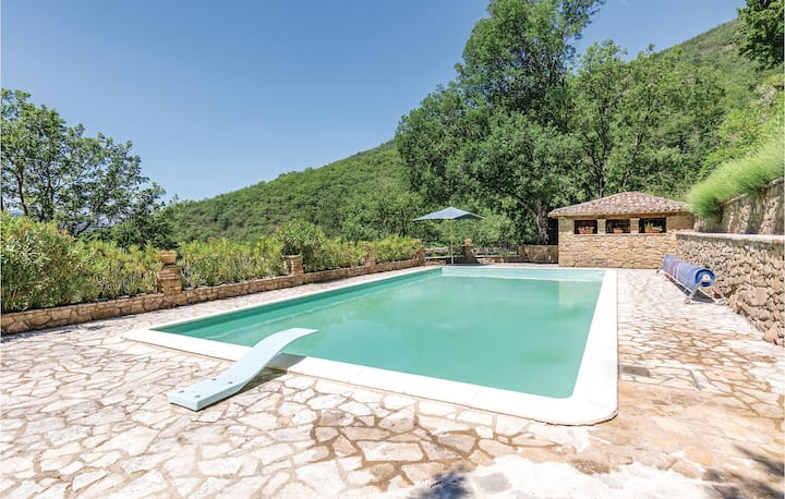 Holiday cottage with 3 bedrooms on 200m² in Morra -PG-