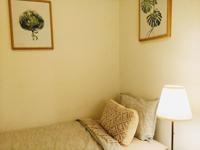 Cozy & restful 3rd room with 2 single beds