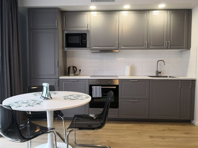 NEW spacious apartment close to the Old Town