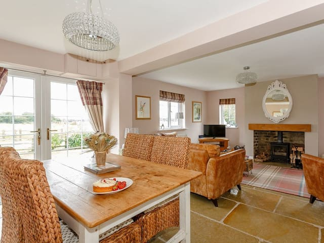 Gunby Hall Cottage 2-UK11989 (UK11989)