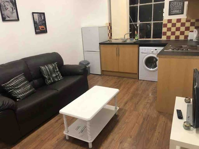 Safe Move (Flat 11) - One Bed Apartment