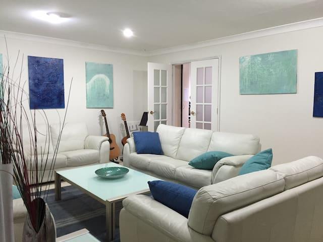 Large Room - in quiet street - Baulkham Hills - Bed & Breakfast