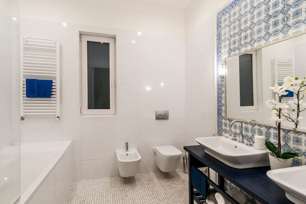 Large bathroom private to the master bedroom