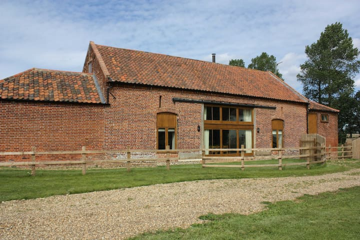Kings Beck Barn, North Norfolk. Sleeps 10