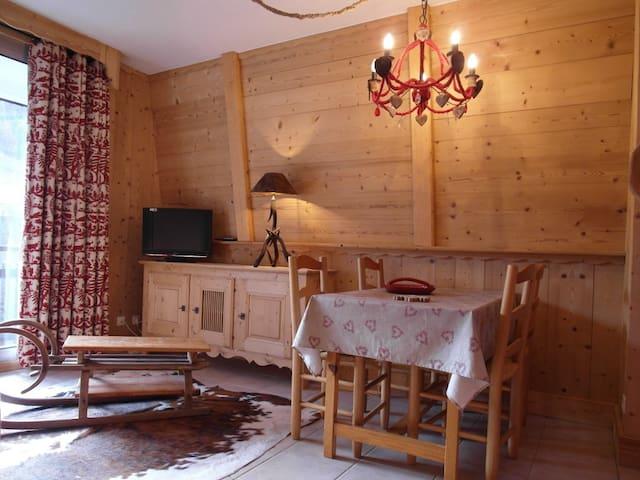 LANCE63 Studio south balcony near the slopes