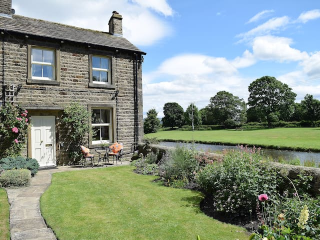 River View Cottage (UK2184)