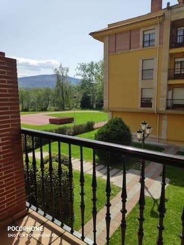 Moderno apartamento junto a Cabárceno y costa.