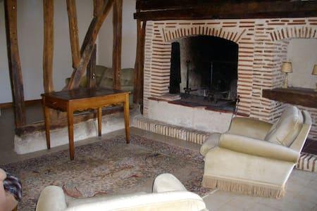 Petite maison au coeur de la campagne gersoise - Castillon-Debats