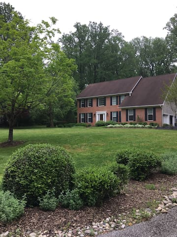 Spacious Private Home, 2.5 Miles to USNA