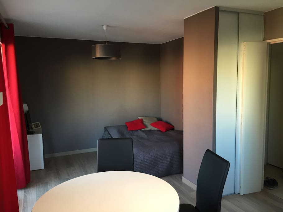Studio avec parking priv gratuit apartments for rent in for Chambre 8m2 amenagee