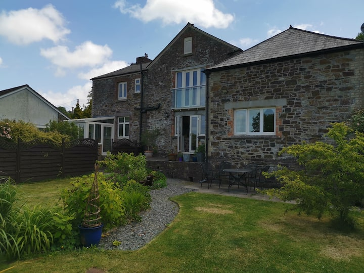 The Old School - 4*  close to Dartmoor