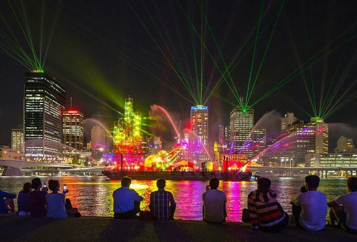 Just a 5-minutes walk to this must-see illumination spectacle. This is a free event (a 10-minute show, running three times a night) for the duration of Brisbane Festival, 8-29 September