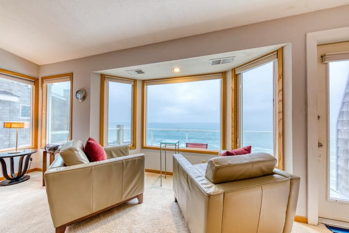 Oceanfront Home w/ Amazing Ocean View, Balcony & Fireplace - Watch for Whales!