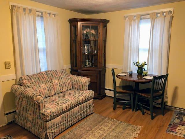Cozy New England Apartment-Gateway to Boston