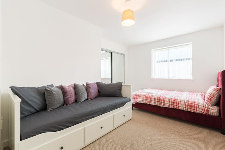 Lovely Contemporary Flat, Broad Street, Birmigham