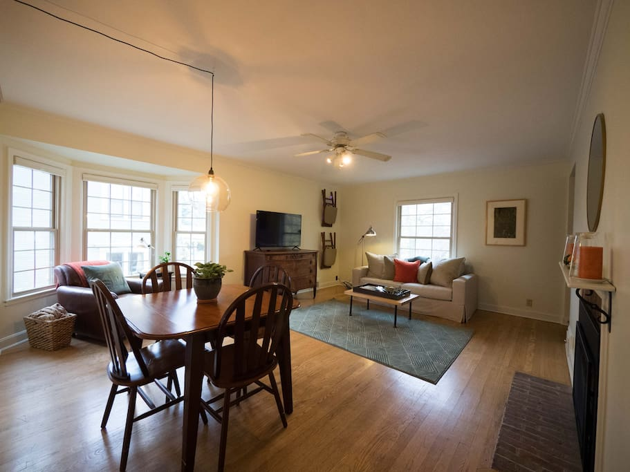 Spacious living & dining room with seating for four+.