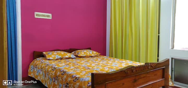 Roys Home 2kms from Airport with AC and WIFI