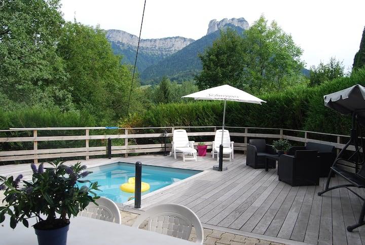 Maison Savoyarde entre lac et montagnes