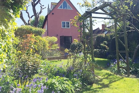 Beautiful Tudor 4 Bedroom House - Colchester