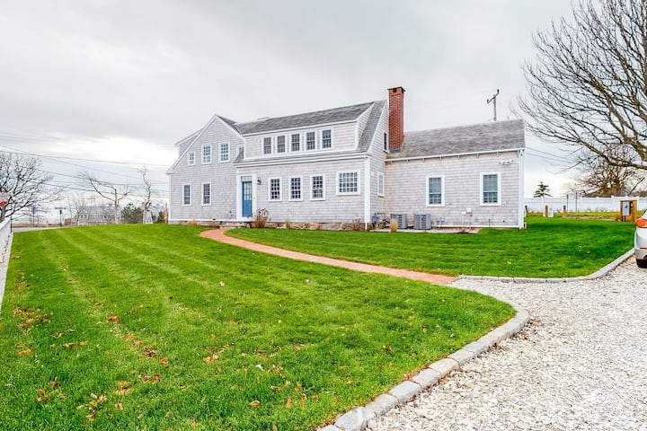 Chatham perfection, renovated 2020, luxurious 4 BR home w/ stunning ocean views