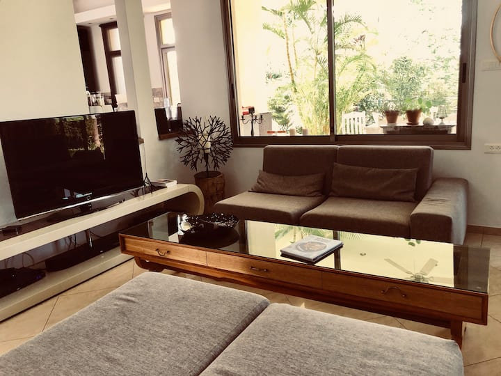 Green Garden Luxurious House peaceful & relaxing