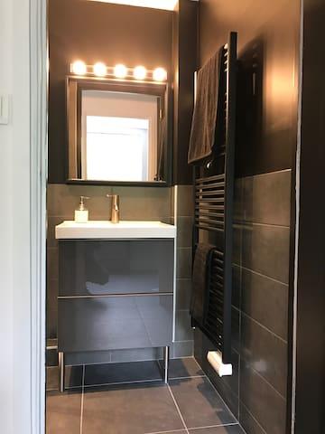 Salle de douche - Bathroom