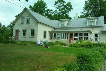 Paws Inn - Pet-Friendly B & B - Bethel