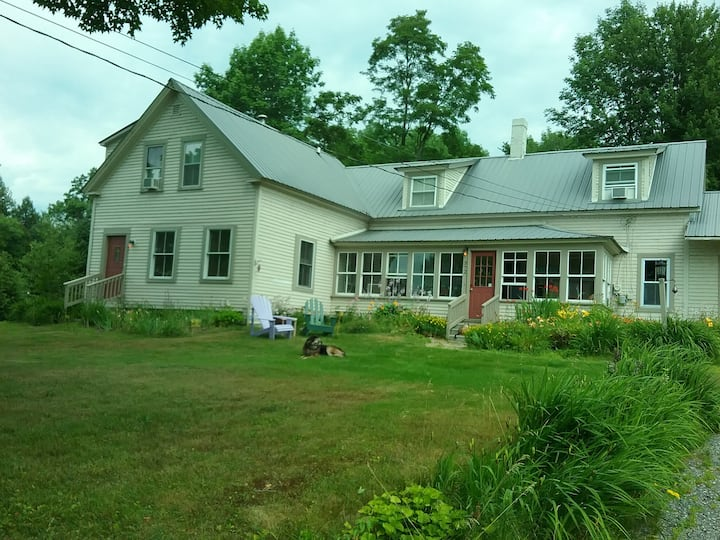 Paws Inn - Pet-Friendly B & B