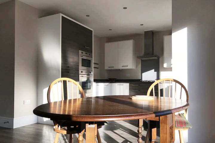 Double room in detached house near the River Cam