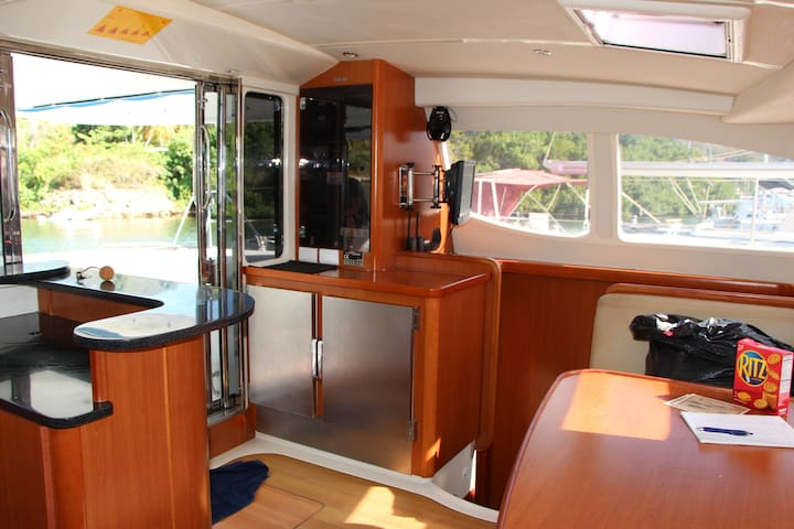 Live On Boat By The Dock - Freeport - 船