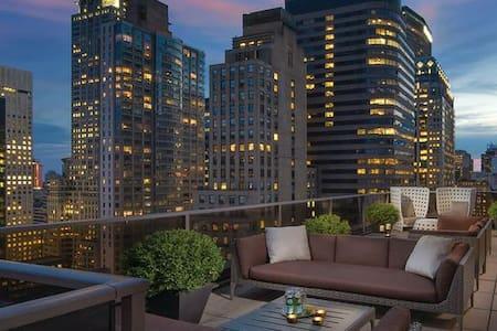 A Prime Position in Midtown Manhattan 1BR Dlx - นิวยอร์ก