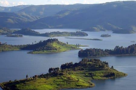 Lake Bunyonyi Eco Resort, Kyahugye Island - Kabale