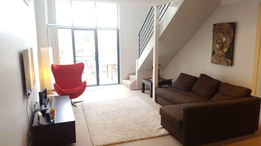 Modern Beachside Apartment - Narrabeen - Daire