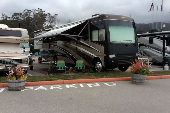 36 ft Motorhome for Superbowl week - Woodland