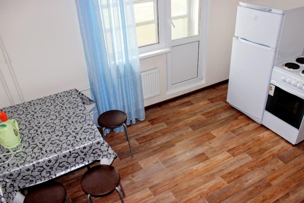 Кухня, на которой может разместиться даже большая семья)